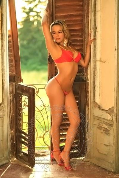 Giselle Oliveira  CHIAVARI 3894477549